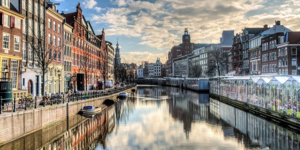 Performance travel (Amsterdam, Netherlands)